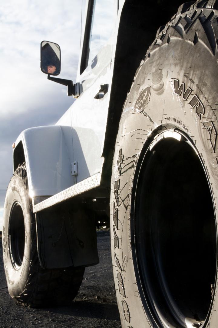 4x4 Super Jeep = Super Tires
