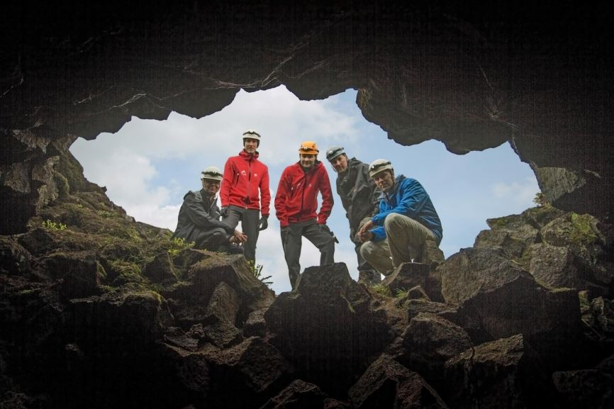 The entrance to the Leiðarendi lava cave