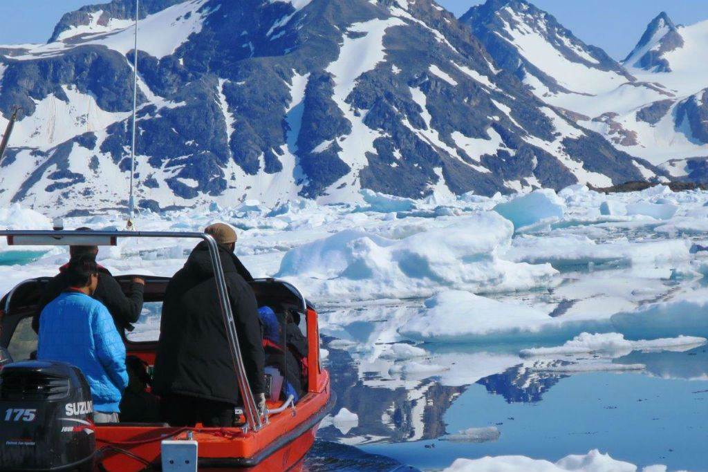 Boat tour through the ice