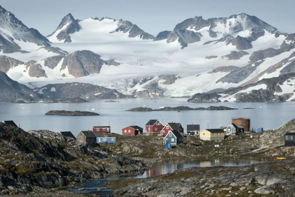 Kulusuk village and Apusiaajik Glacier