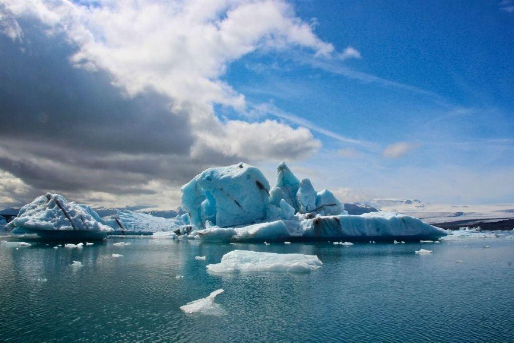Icebergs in jökulsárlón Iceland