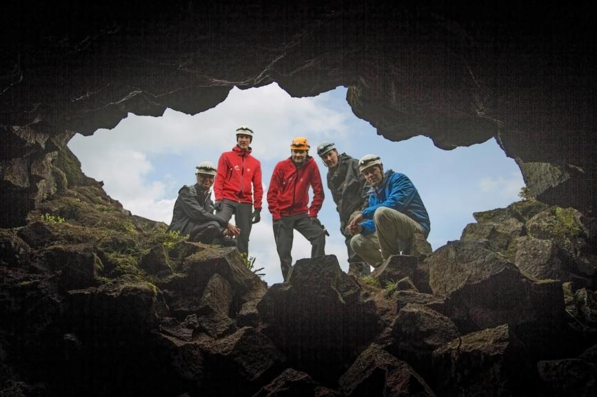 The entrance of Leiðarendi lava tube