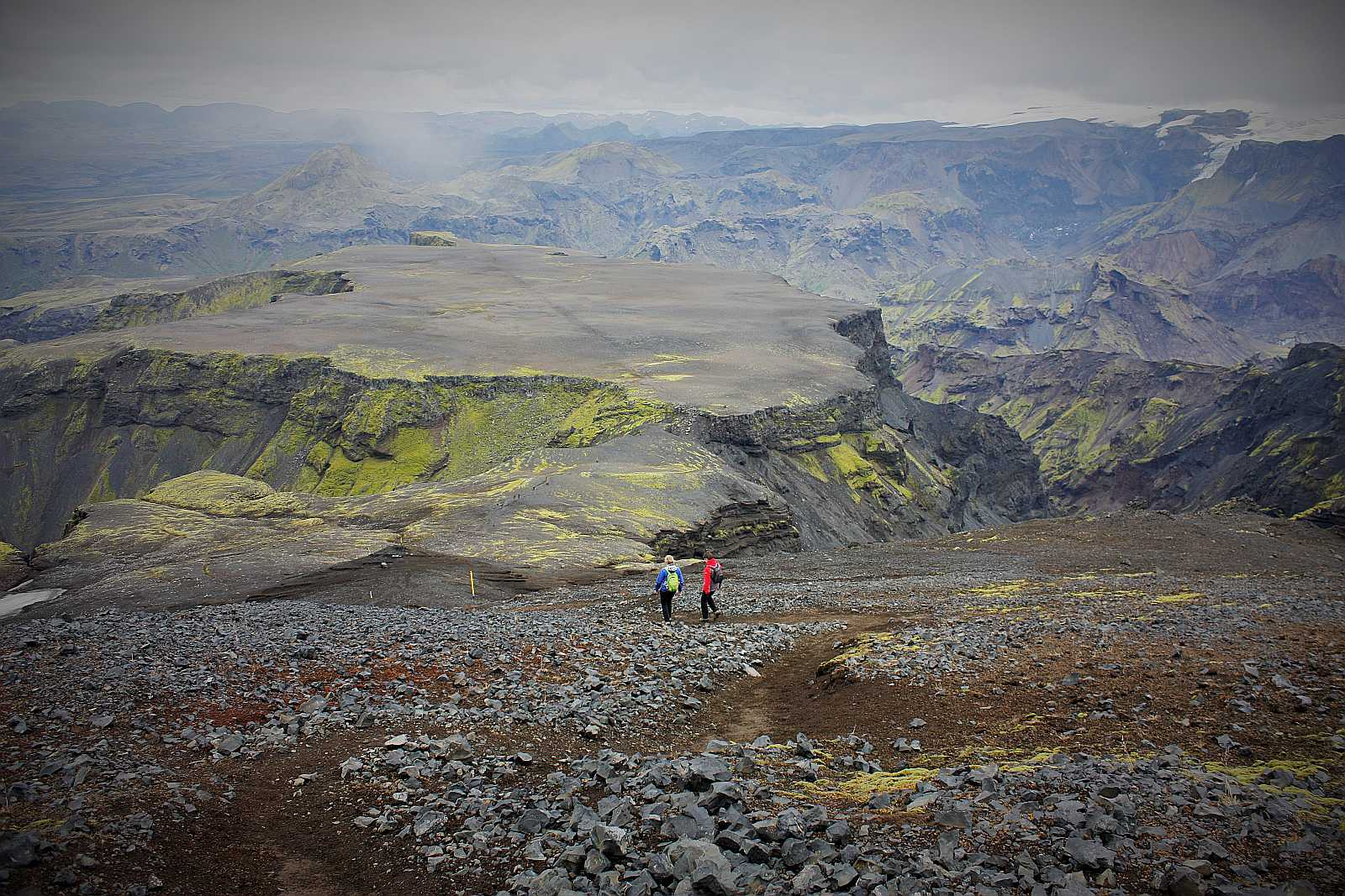 Hikers getting down to Morinsheiði table top